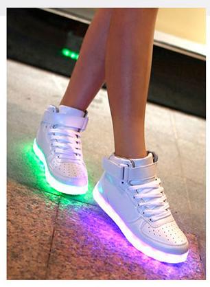 Светящиеся кроссовки по доступной цене в Mirobuvi.com.ua