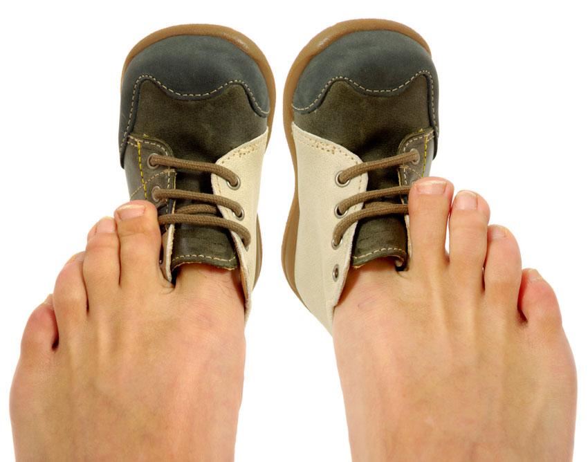 Как быстро разносить тесную или новую обувь?