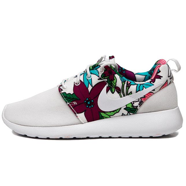 980ebe702ee0e4 Кроссовки Nike Roshe Run 599432 113 белые в цветочек, купить Найк ...