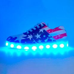 Светящиеся кроссовки Led низкие (флаг, шнурок)
