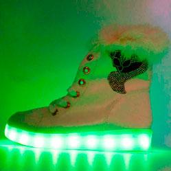 Зимние светящиеся кроссовки Led на меху - белые