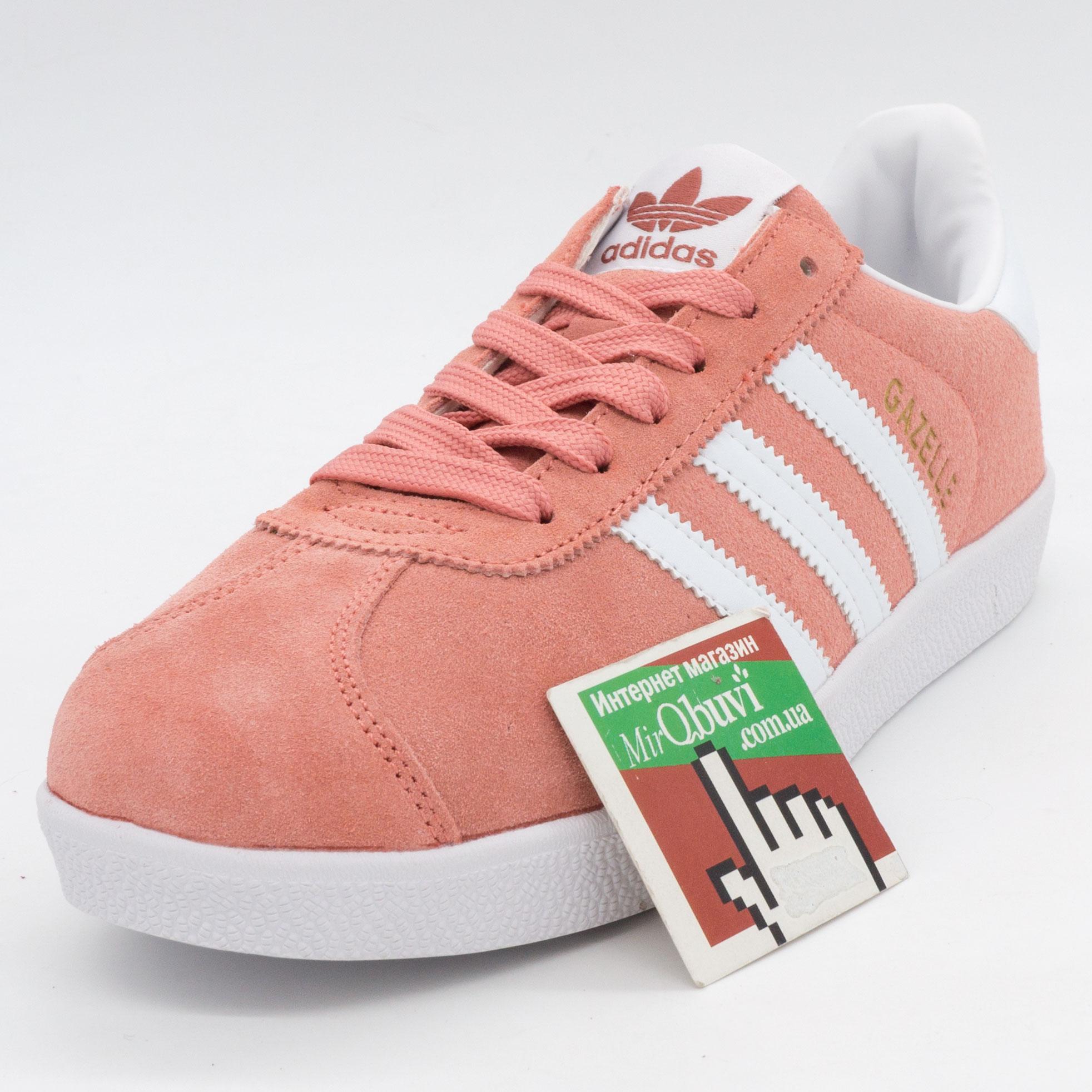 фото front Женские кроссовки Adidas Gazelle цвета персик, замша front