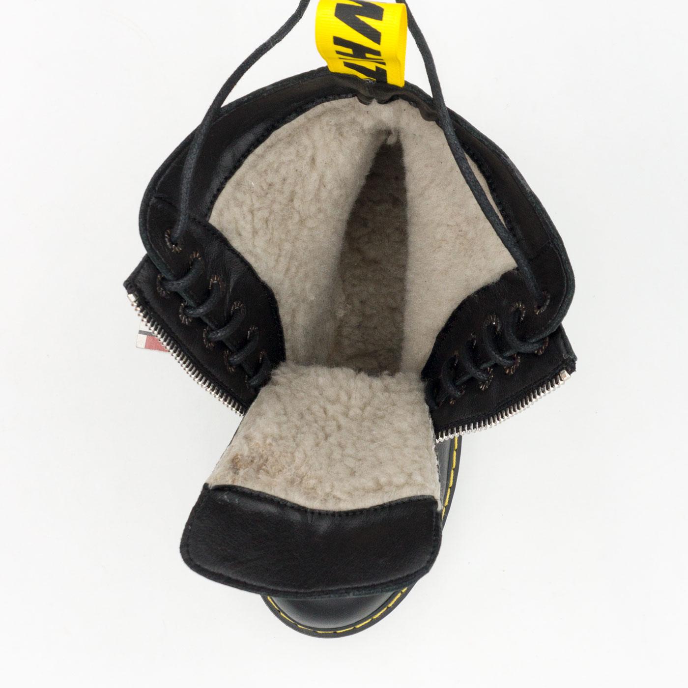 фото bottom Черные женские кожаные ботинки с мехом на платформе в стиле Dr. Martens bottom