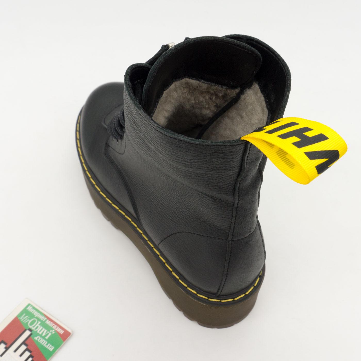 фото front Черные женские кожаные ботинки с мехом на платформе в стиле Dr. Martens front