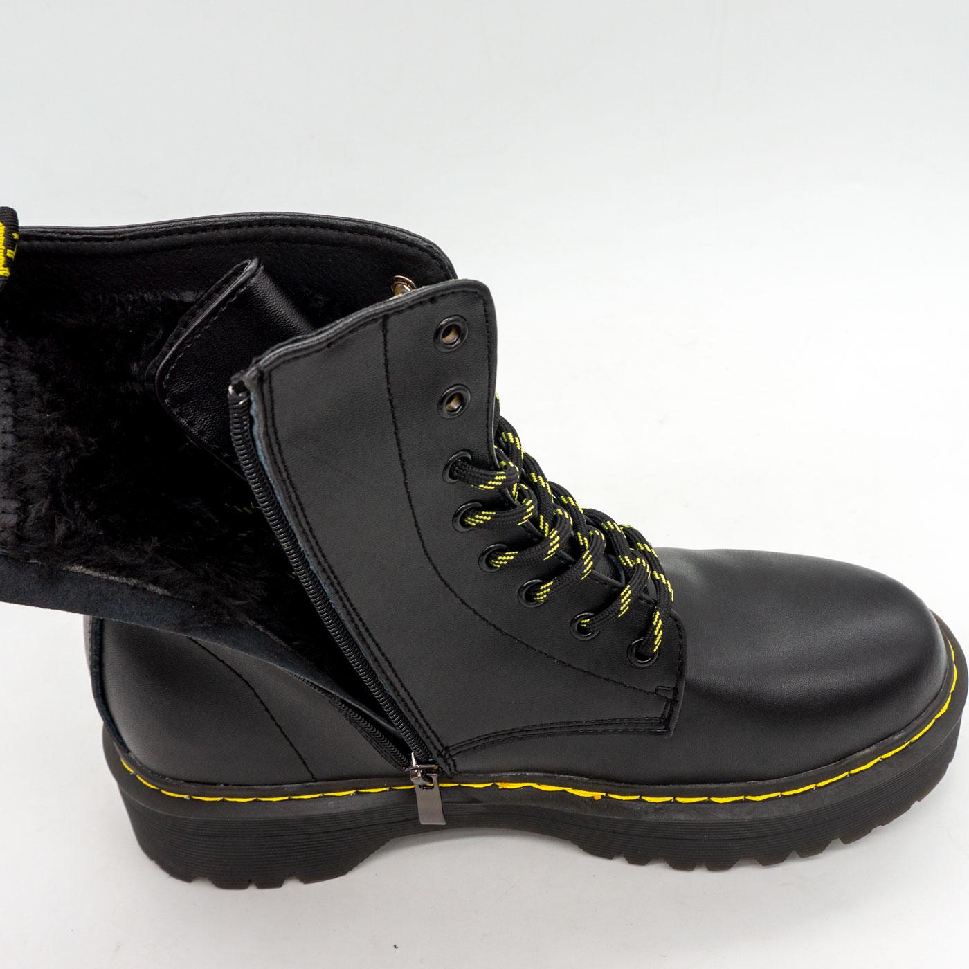фото front Черные женские кожаные ботинки с мехом в стиле Dr. Martens front