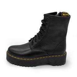 фото Зимние черные женские ботинки в Dr. Martens на платформе - 003