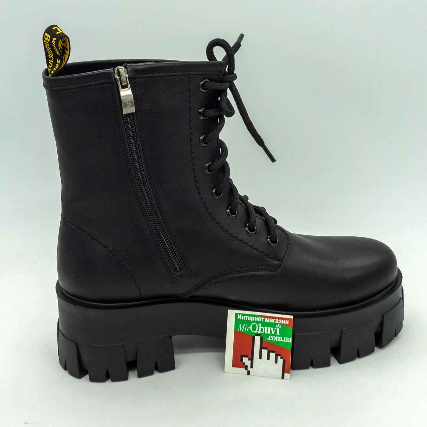 фото front Зимние черные женские ботинки в Dr. Martens на платформе - 004 front