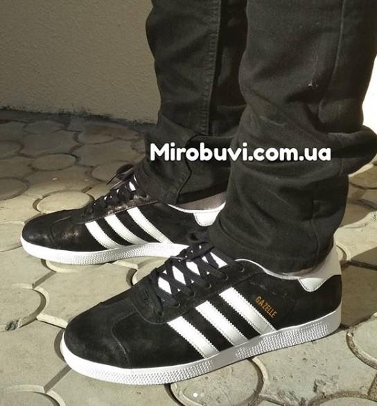 фото - Черные кроссовки Adidas Gazelle натуральная замша, Vietnam - Топ качество! на ноге.