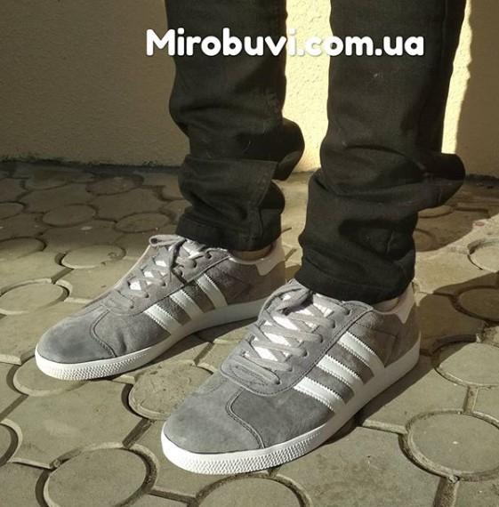 фото - Серые кроссовки Adidas Gazelle натуральная замша, Vietnam - Топ качество! на ноге.