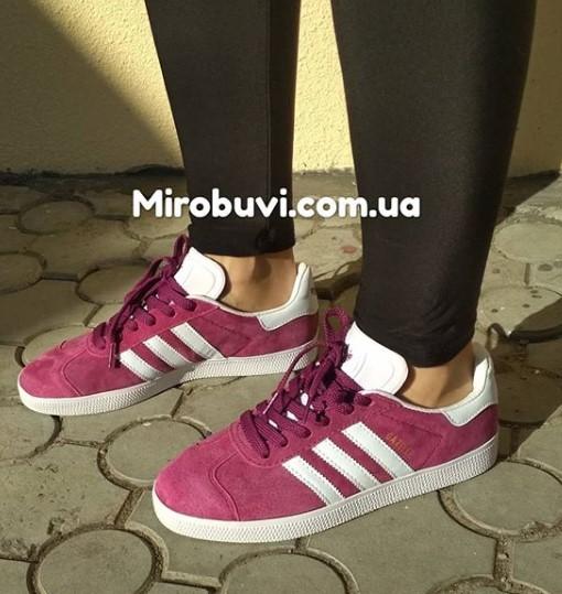 фото - Бордовые кроссовки Adidas Gazelle натуральная замша,  Vietnam - Топ качество! на ноге.