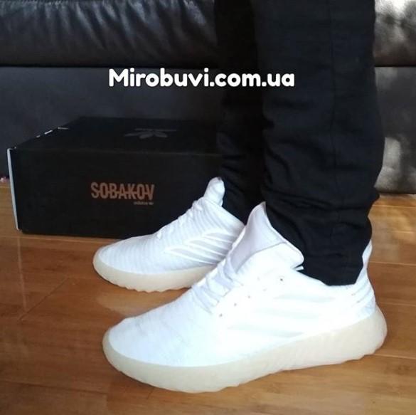 фото - Кроссовки Adidas Sobakov белые с желтой подошвой, рефлективные. Топ качество! на ноге.