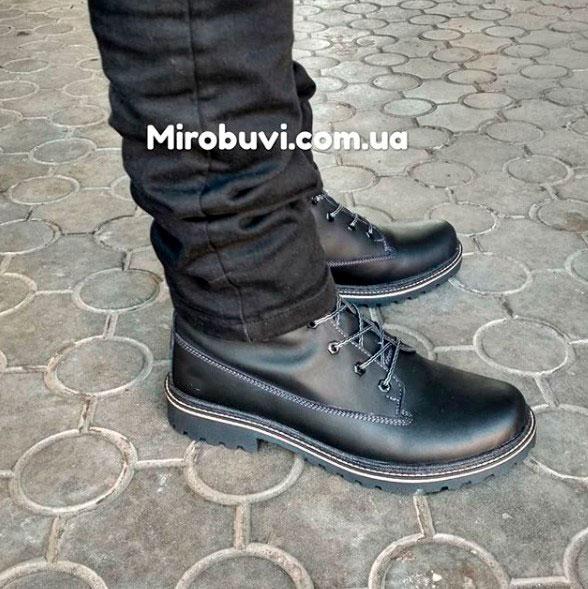 фото - Черные мужские ботинки Tim-and 103 на ноге.