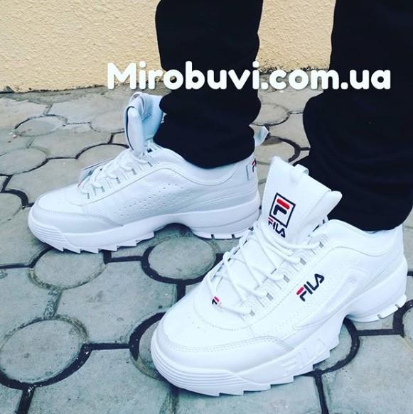 фото - Белые кроссовки FILA Disruptor 2. Топ качество! на ноге.