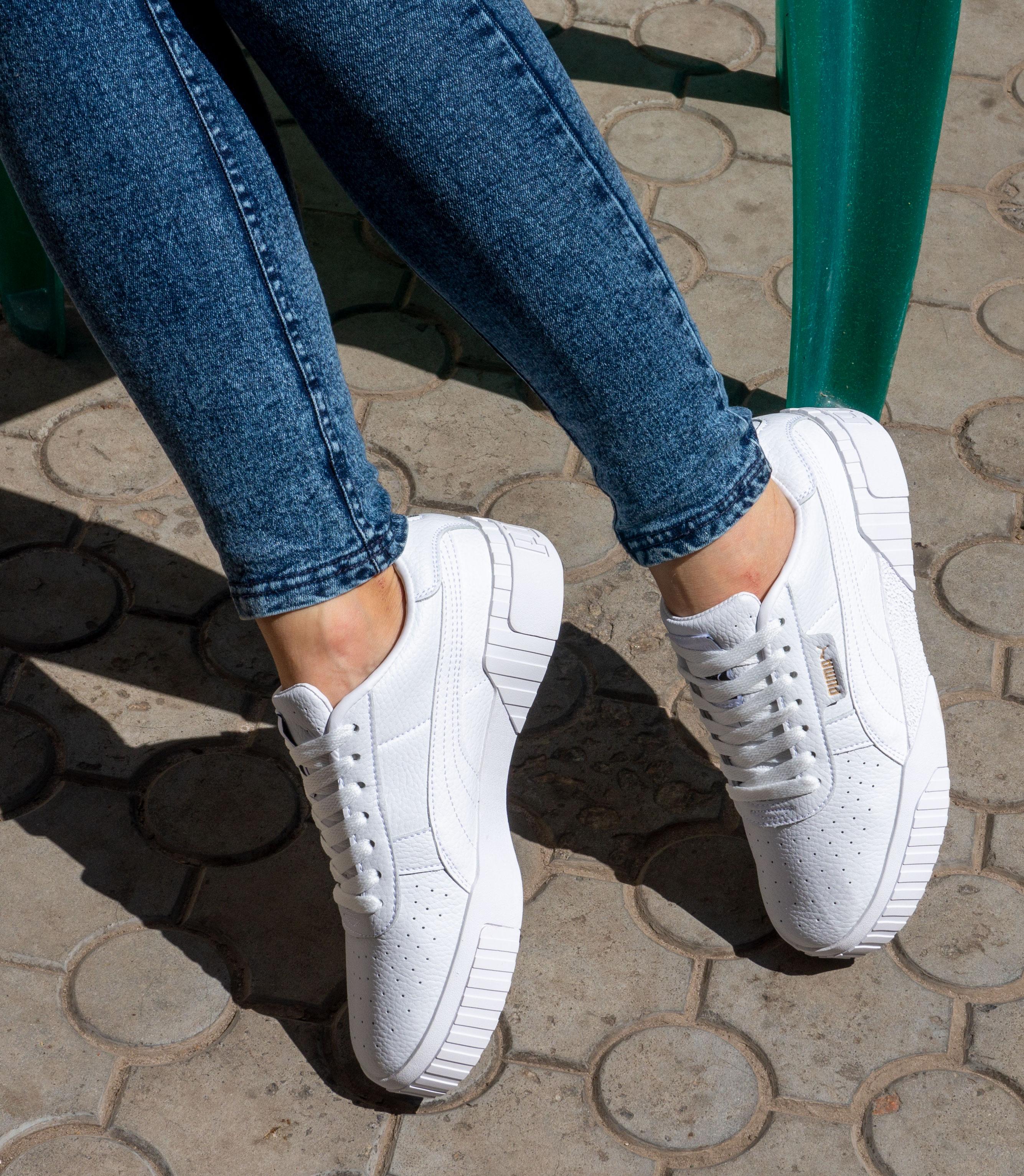 фото - Кожаные кроссовки Puma Cali белые. Топ качество! на ноге.