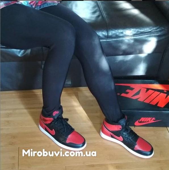 фото - Высокие черные c красным кроссовки Nike Air Jordan 1 . Топ качество! на ноге.
