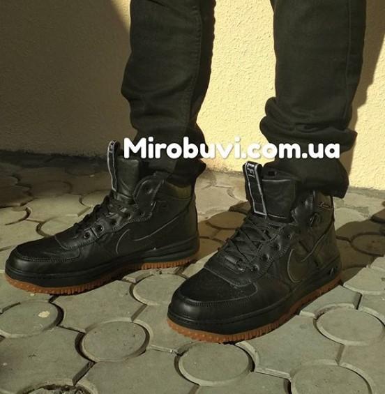фото - Высокие кроссовки Nike Lunar Force 1 черные на ноге.