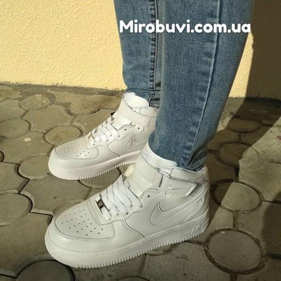 фото - Кроссовки Nike Air Force 1 высокие белые - Топ качество на ноге.