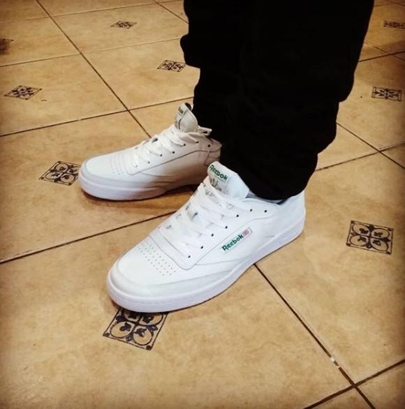 фото - Кроссовки Reebok Сlassic Club C 85 белые, натуральная кожа - Топ качество! на ноге.