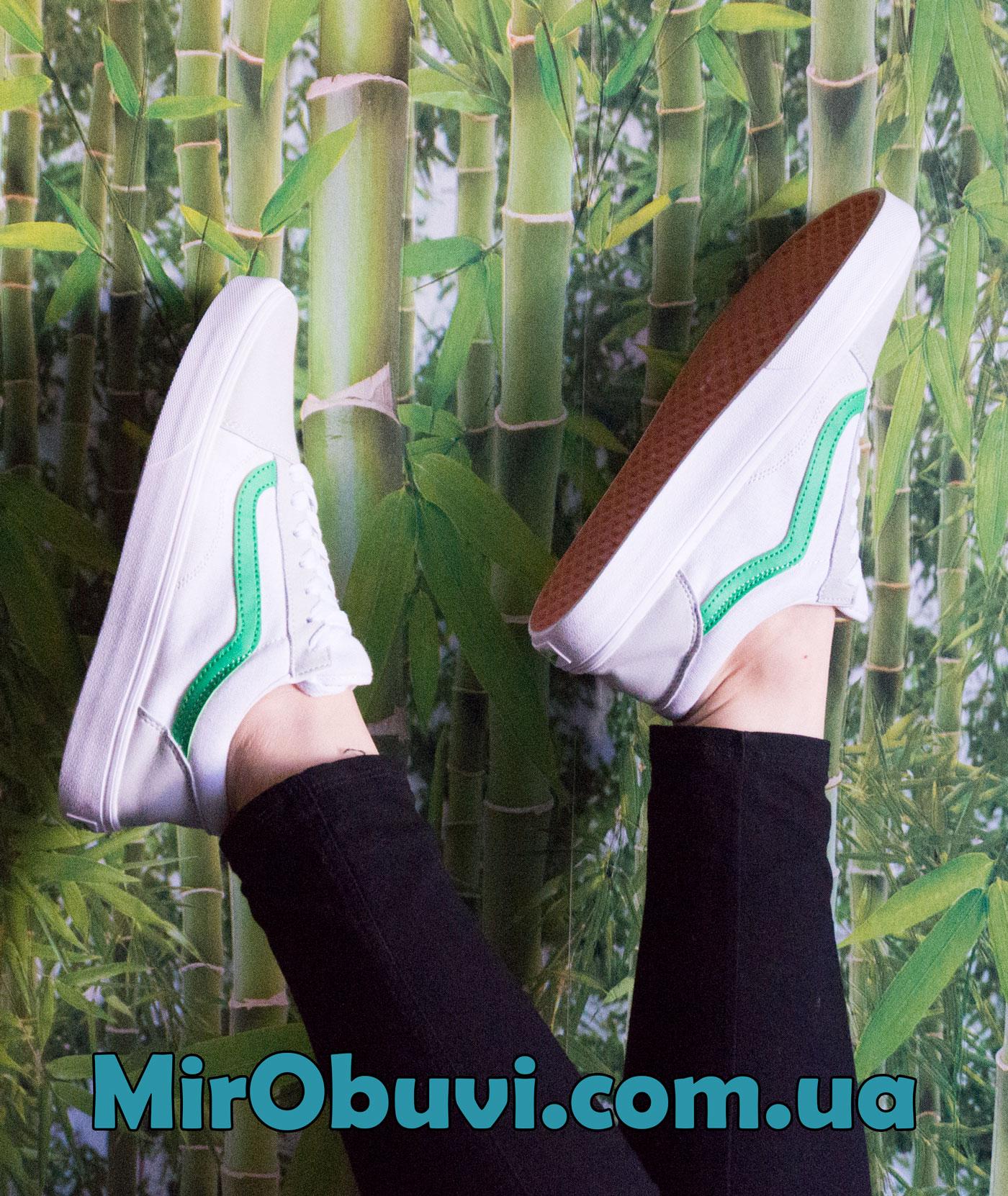 фото белых с зеленым Vans old skool Венс олд скул, текстиль на ноге.