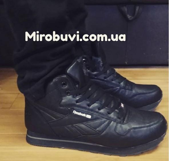 фото - Зимние кроссовки Reebok classic полностью черные с мехом на ноге.