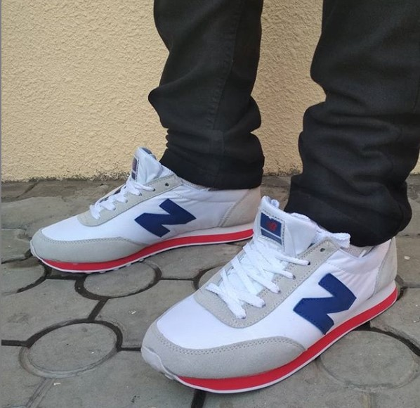 фото - Кроссовки New Balance 410 белые на ноге.
